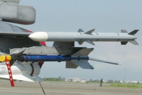 AIM-120空對空飛彈