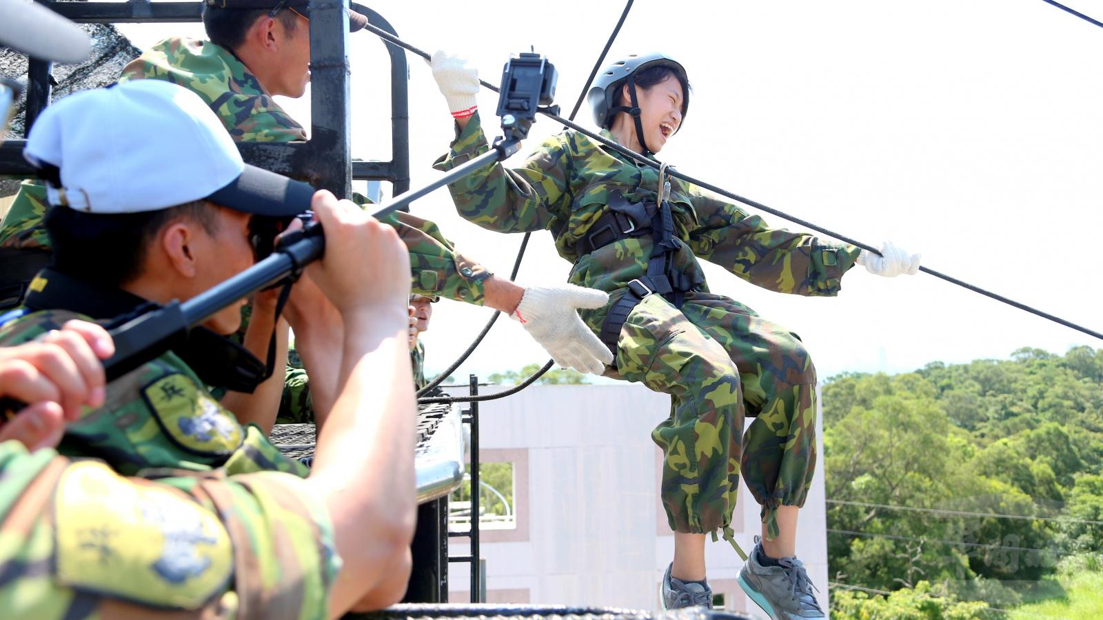 全民國防教育暑期戰鬥營「鐵衛戰鬥營」學子熱情參與挑戰自我
