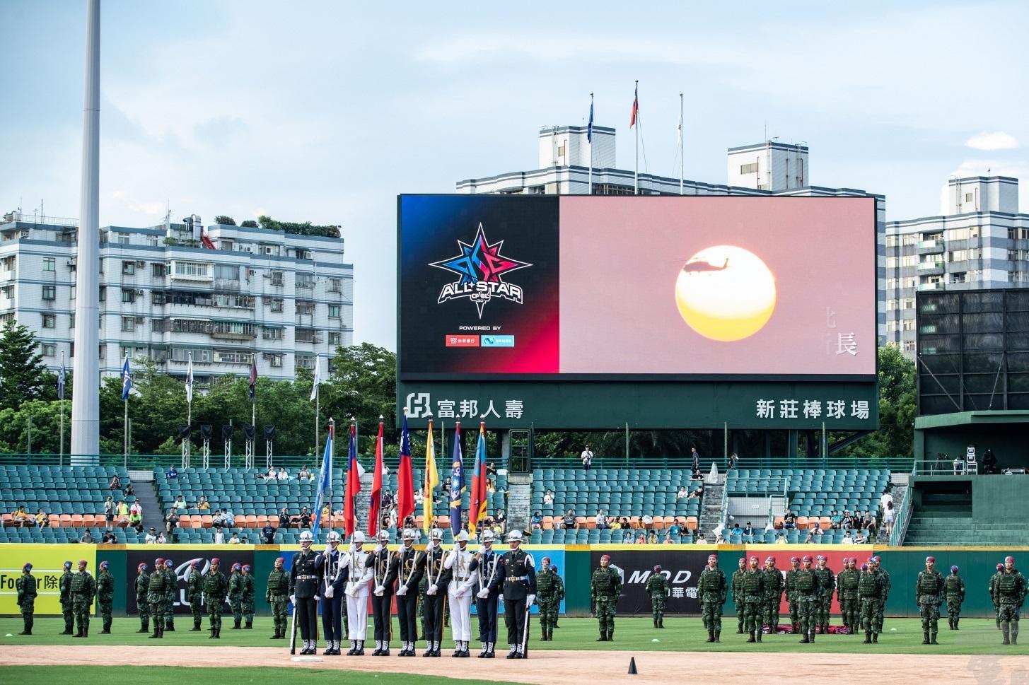 中職明星賽開幕 國軍領唱國歌