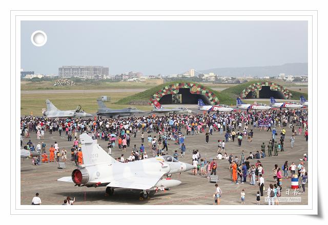 照片_104年空軍營區開放_青年日報攝_2.jpg