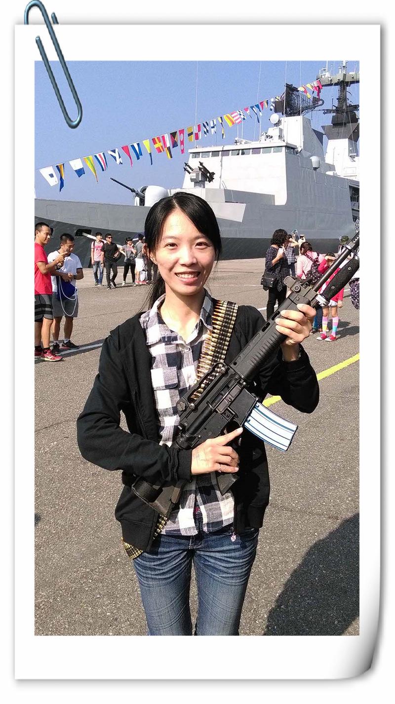 圖_柯方渝是陸軍服役期滿再入營轉海軍,對槍枝並不陌生。