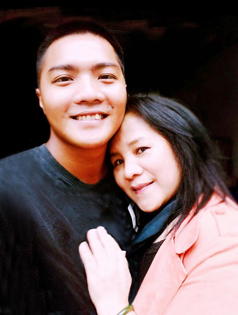阮忠豪投身軍旅後,與母親的關係更為緊密。