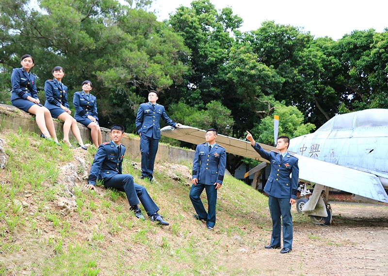 理工學院學生藉由宣傳照片,希望能讓大家了解軍校生活。